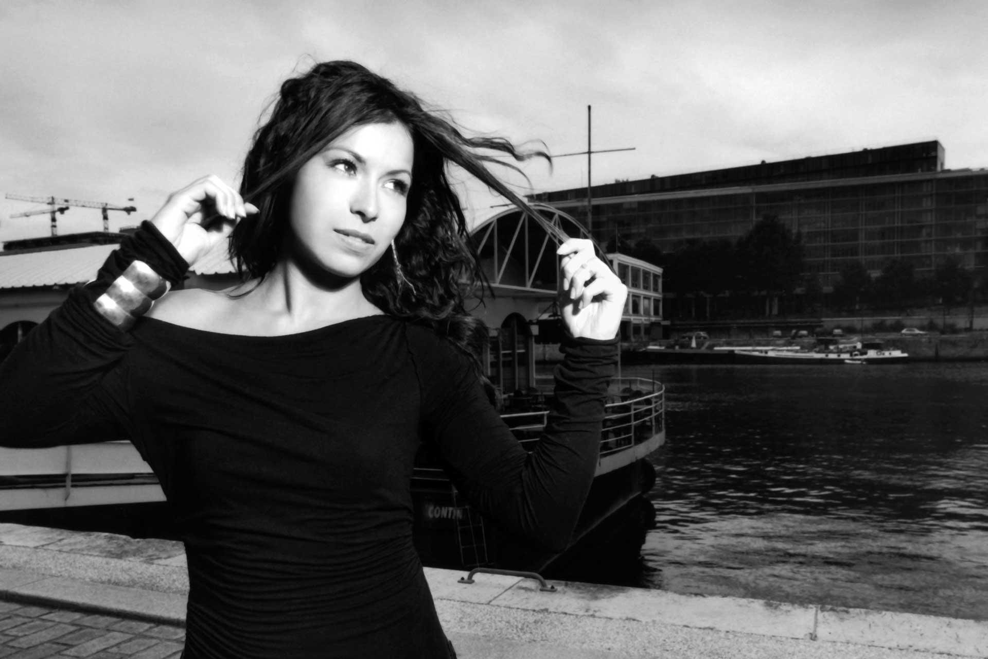 Vanessa Mandito / Besame / Universal Music (2004)
