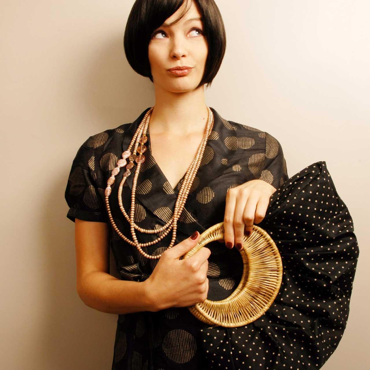 Les femmes birmanes y confectionnent des sacs et des bijoux, qui sont ensuite vendus sur les marchés locaux et occidentaux.
